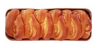 Laib des umsponnenen süßen Brotes mit der Vanillefüllung lokalisiert auf Weiß Stockbild