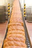 Laibe des Brotes in der Fabrik Lizenzfreies Stockbild