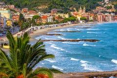 Laigueglia stad på italienska Riviera, Alassio, Liguria, Italien arkivfoto