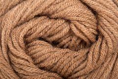 Laine de fil de Brown pour le fond de tricotage Images stock