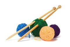 Laine et aiguilles de tricotage Photo libre de droits