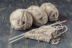 Laine mérinos naturelle pour le tricotage Photographie stock