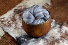 Laine variée grise de moutons mérinos Photos libres de droits