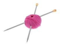 Laines avec le pointeau de tricotage Image stock
