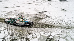 LAINICI破冰船,打破在多瑙河的僵局 免版税库存图片