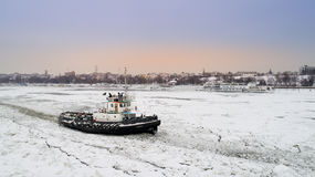 LAINICI破冰船,打破在多瑙河的僵局 库存照片