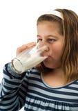 lait de consommation d'enfant Image stock