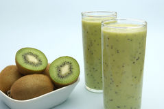Lait de poule de kiwi Photo stock