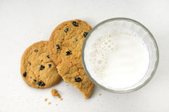 Lait et biscuits Photos stock