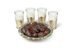 Lait et dattes pour le repas d'Iftar photos libres de droits