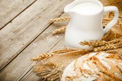 Lait et pain Photo libre de droits
