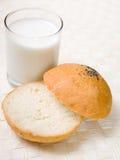 Lait et pain image libre de droits