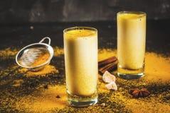 Lait indien traditionnel de safran des indes de boissons photos stock