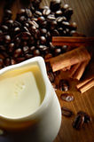 Lait pour la boisson de café Images libres de droits