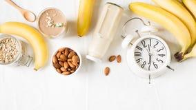 Lait sain d'amande de farine d'avoine de banane de smoothie de petit déjeuner Photographie stock