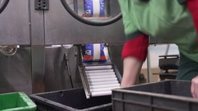Laitages emballés à la ligne automatique clips vidéos