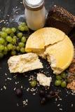 Laiterie locale rustique Lait et fromage Image stock