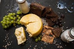Laiterie locale rustique Lait et fromage Images libres de droits