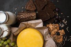 Laiterie locale rustique Lait et fromage Photos libres de droits