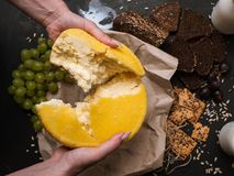 Laiterie locale rustique Lait et fromage fait main Photo stock
