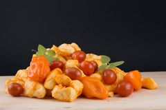 Laits caillés de Habenero avec des poivrons, des tomates, et l'origan Image libre de droits