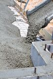 Laje de cimento de derramamento Foto de Stock Royalty Free