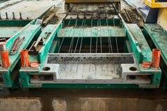 Lajes de cimento da fabricação produção do concreto reforçado imagens de stock