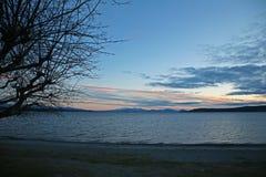 lake över solnedgångtaupo Arkivbilder