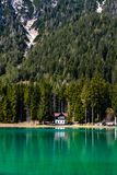 Lake av Dobbiaco arkivbild