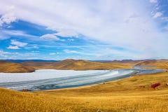 Lake Baikal весной Взгляд смещения льда в малое море от прибрежных утесов Стоковое Фото
