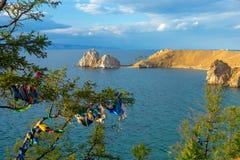 Lake Baikal i sommar Ö Olkhon Udde Burhan arkivfoton