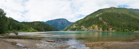 Lake Beach in the mountains. Beach of a lake in the North Cascades National Forest Stock Photo