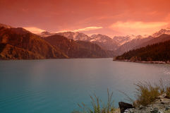 Lake & berg Arkivbilder
