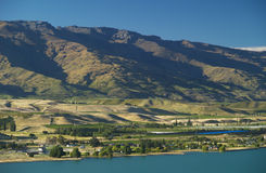 Lake Dunstan. And mountains above, Central Otago, Cromwell, New Zealand Royalty Free Stock Images