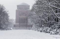 Laken verkställer insnöade Hamburg arkivfoto