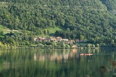 LAKE ENDINE, LOMBARDY/ ITALY - SEPTEMBER 19: People kayaking on Royalty Free Stock Photography