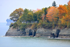 Lake Erie Cliffs in Autumn. Scenic view of trees with colorful foliage on rocky cliffs along Lake Erie in autumn Stock Photo