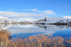 Lake Hayes with snow mountain reflections Royalty Free Stock Photography