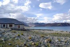 Lake in Himalayan mountains Royalty Free Stock Photography