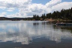 Lake i bergen royaltyfria bilder