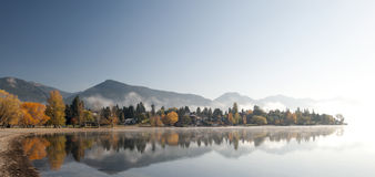 Lake i fallen Royaltyfri Bild