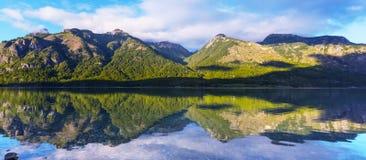 Lake i Patagonia royaltyfria bilder