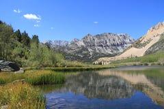 Lake i toppig bergskedja Nevada Royaltyfri Fotografi