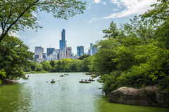 Free Lake In Central Park And New York City Skyline. Stock Photos - 60336883