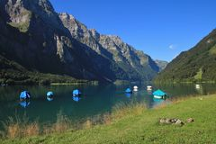 Lake Klontalersee and mountains in Summer. Beautiful travel dest Stock Photos
