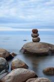 Lake Ladoga i lugna molnigt väder royaltyfria bilder