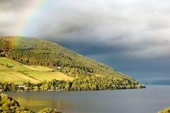 lake Loch Ness över regnbågen scotland Royaltyfri Fotografi