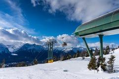 Кататься на лыжах на Lake Louise в Канаде Стоковые Фото