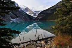 Lake Louise all'alba Fotografia Stock
