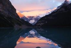 Lake Louise au lever de soleil Photos libres de droits